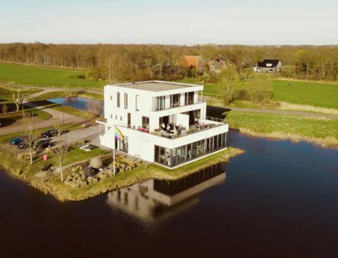 Wellnessvilla nabij de Friese meren