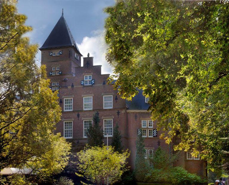 Luxe kasteelkamer met uitzicht op kasteeltuin