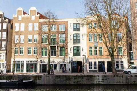 Romantisch uitzicht op Amsterdamse grachten