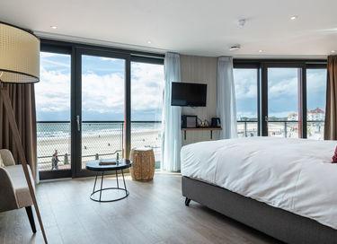 Luxe kamer met uitzicht op zee en boulevard