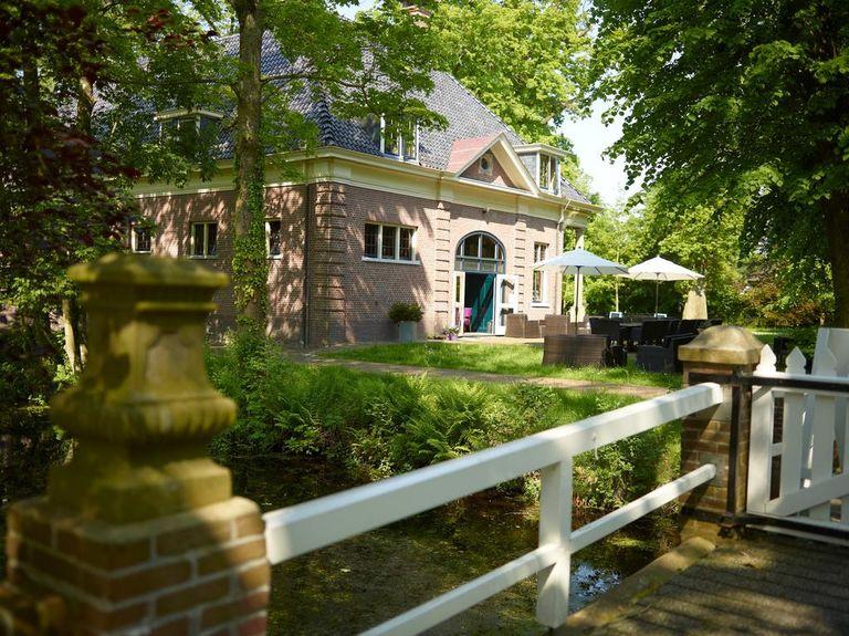 Voormalig koetshuis op Drents landgoed