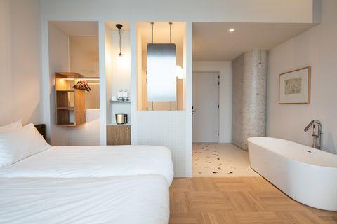 Romantische hotelkamer aan het water