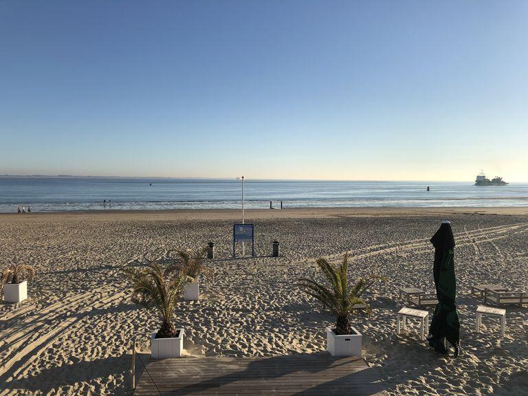 Luxe hotelkamer met zeezicht aan het strand