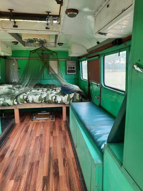 Slapen in een oude militaire operatiewagen
