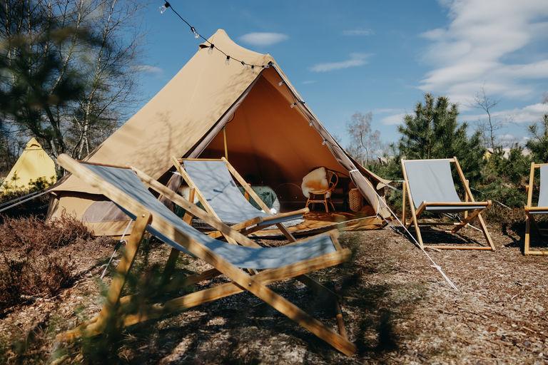 Festival-achtige sfeer op een pop-up camping