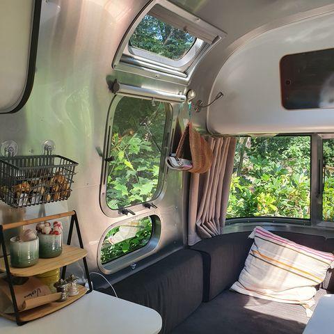 Authentieke Airstream caravan in het bos