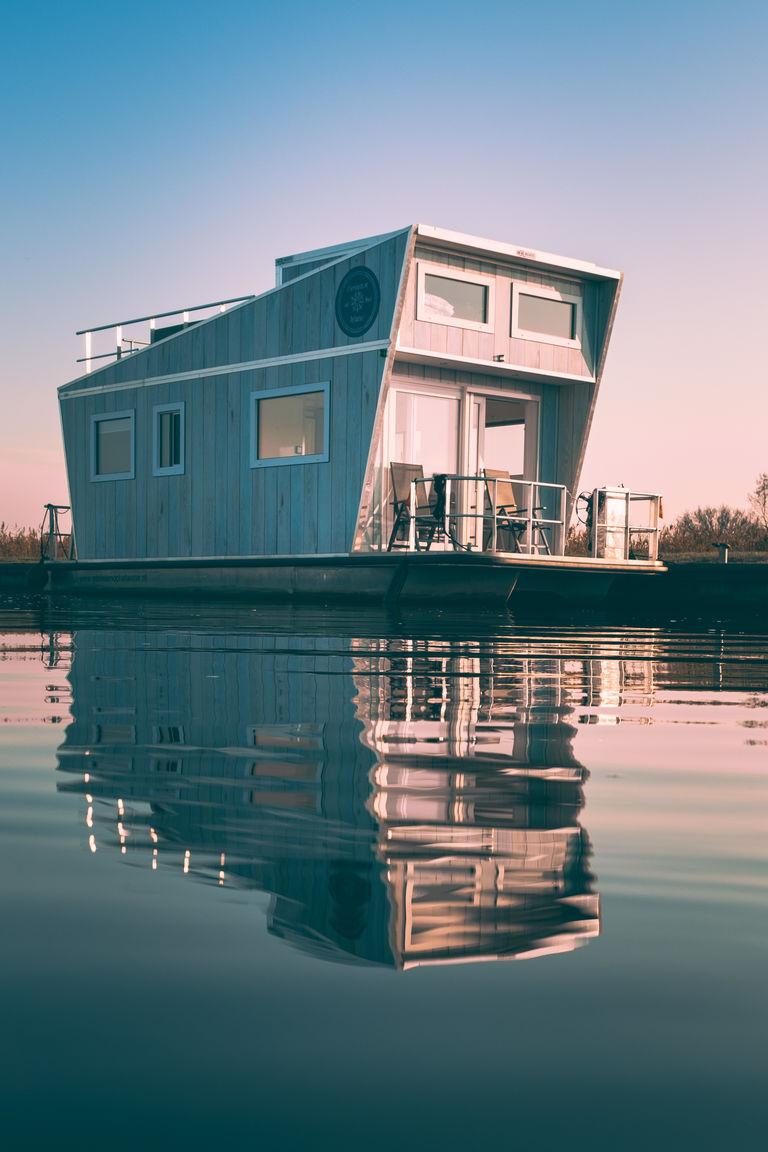 Een luxe overnachting op een unieke huisboot