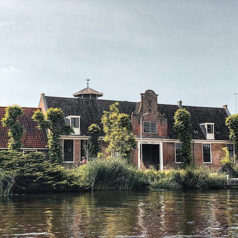 Modern vakantiehuisje met knusse open haard