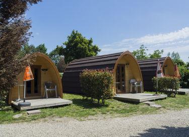 Ruime trekkershut (pod) op gezellige camping