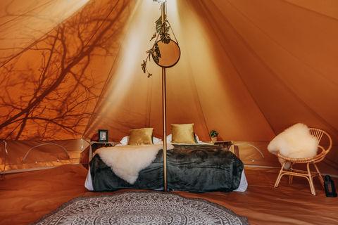Luxe safaritent met romantische inrichting