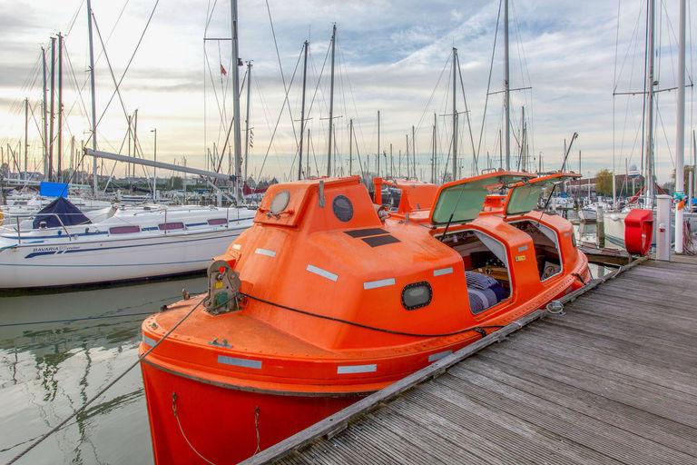 Een uniek waterverblijf op een Reddingsboot