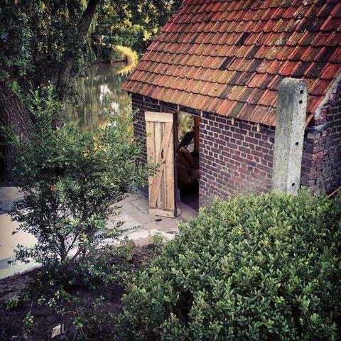 Huisje met hottub direct aan een vijver