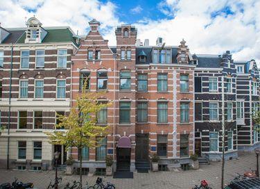 Amsterdams hotel in 18-eeuws herenhuis