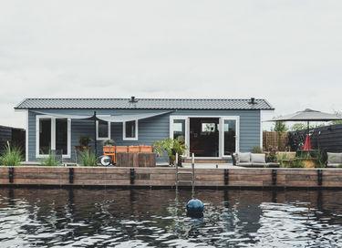 Luxe Tiny house met jacuzzi aan het water