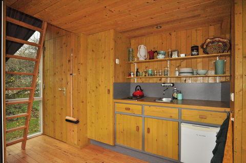 Architectonisch Tiny House in de natuur