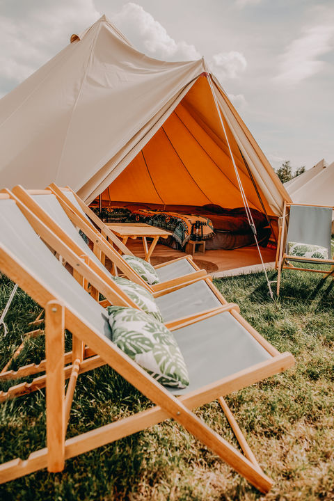 Ruime safaritent (4 pers) op te gekke camping